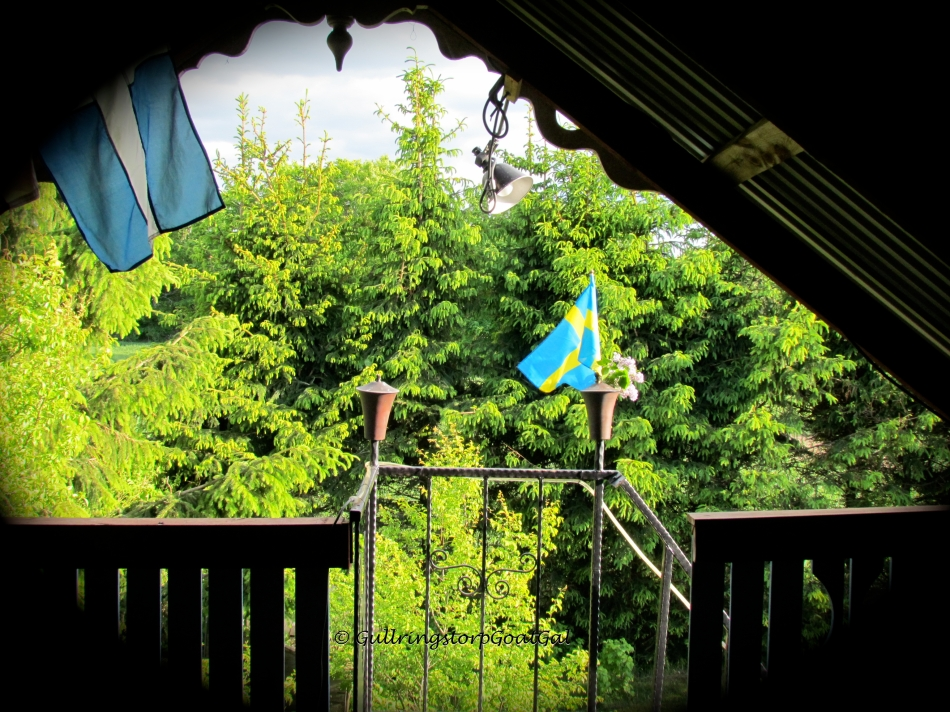 Swedish flags flew in the wind all over Sweden on this day. There was a flag flying at Bosse's Pub also