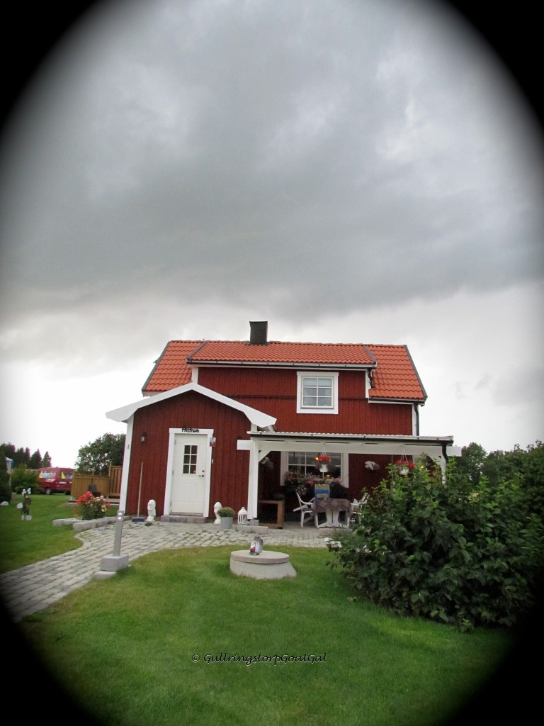 This is Malin's new home that she share with her teenage son. The house was built on the same land where her mother Åsa lives with her new husband Kjell